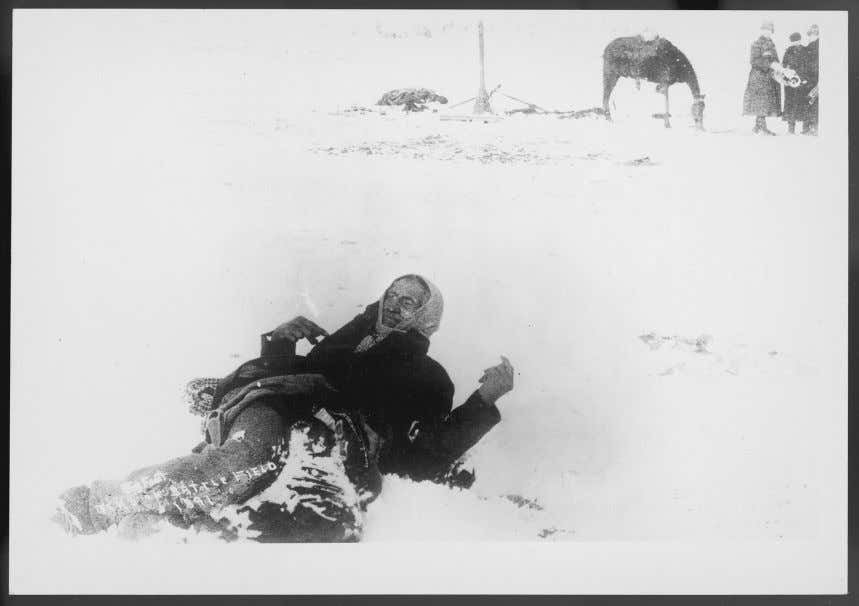 Exonerating the Seventh Cavalry 33 Figure 2.1 Big Foot lying dead in the snow at Wounded