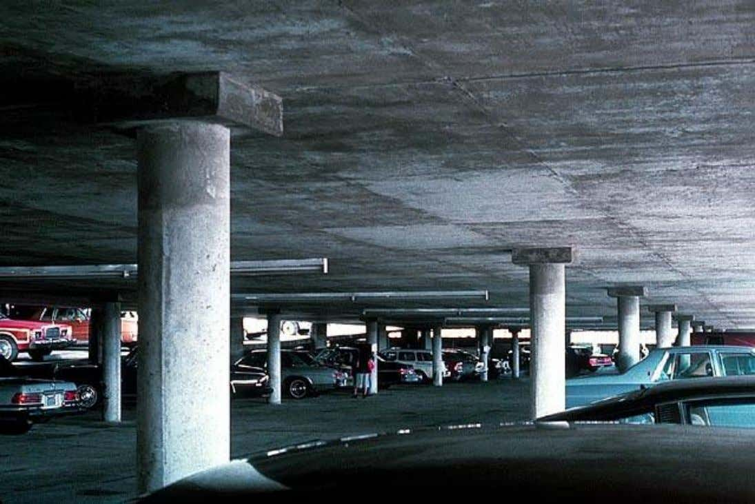Losas Planas - Introducción Typical flat slab construction for a parking structure. Note the square column