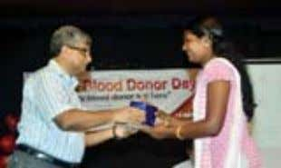 FEMALE DONOR- MONISHA M Catholicate College, Pathanamthitta MEHANDI DESIGNING COMPETITION ORGANIZED ON WORLD BLOOD DONOR
