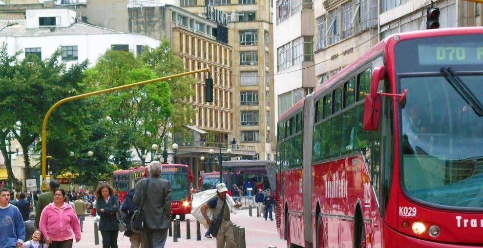 long-term mobility strategy, TransMilenio was implemented in place of constructing an elevated highway. Image: ITDP