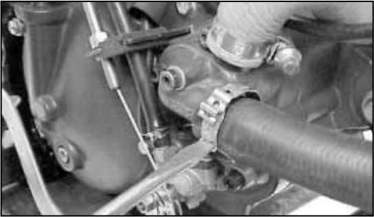 hose; 2. Fuel supply; 3. Engine oil supply from oil pump. - Withdraw the clutch operating