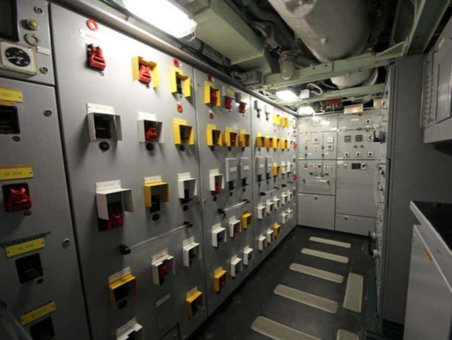 on dry land. Switches and circuit breakers A nuclear sub is largely a power station that