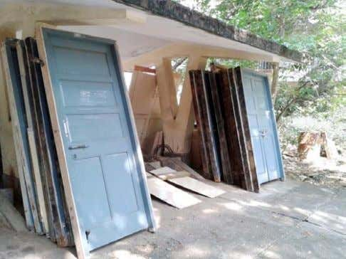 – Ready Reckoner | 7 Photo 1: Salvaging doors and windows Photo 2: Salvaging materials with