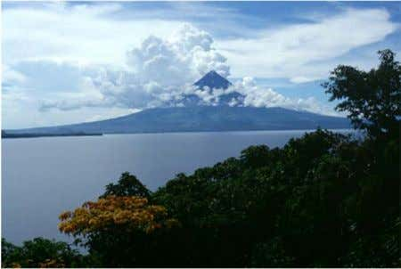 Volcanoes: Mt. Mayon (Philippines) (Tiwi, Albay Geothermal Plant:330 MW)