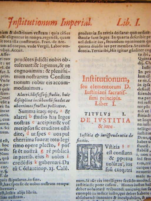 Institutiones, 1, 1, De iustitia et iure (ediz. a stampa XVI s. accompagnata dalla glossa accursiana)