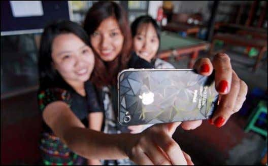 Second-hand iPhone market price drop growing fast photo: boothee By myo Lwin and Chris myers a