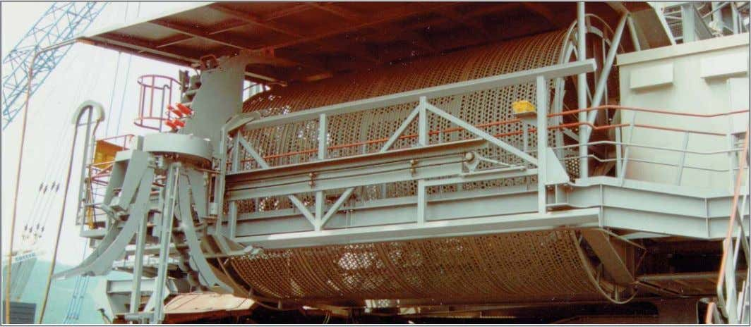 Spulvorrichtung Cylindrical cable reel with spooling device Bei großen Leitungslängen, z. B. im Tagebau, an