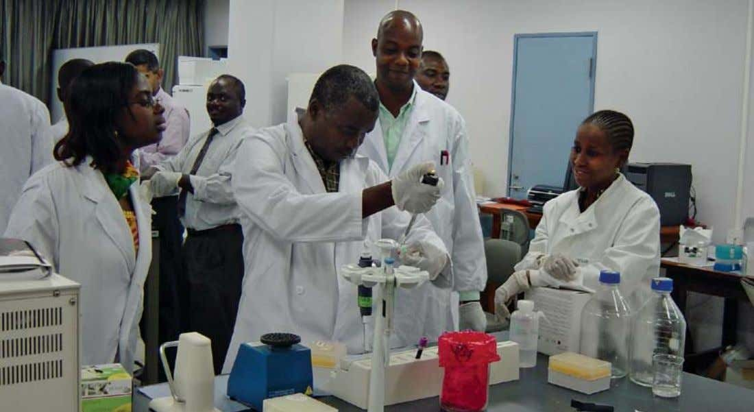 CONSISTENT RESULTS BD Good Laboratory Practices Workshops The BD commitment to help prevent, diagnose, and treat