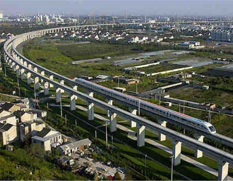Fig. 16 – Maglev na China Fonte: http://www.monorails.org/tmspages/magshang.html Fig. 17 – Maglev na China -