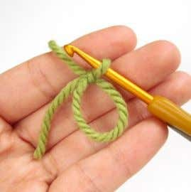 the yarn end. Grab the join with your thumb and forefinger. 4. Pull the yarn tight.