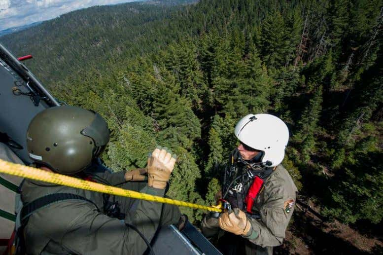 Genie Descender. Image copyright Descent Control Inc. 49 Figure 34- Heli-rappel. Yosemite National Park SAR