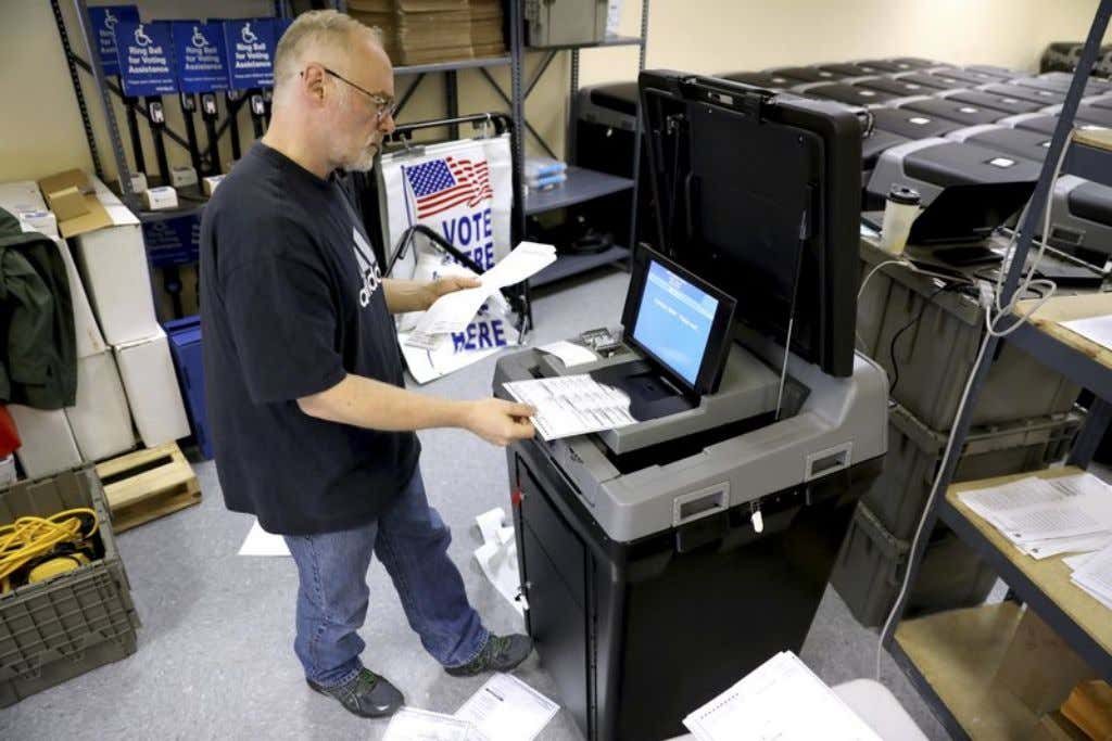 Wisconsin officials prepare for potential election hackers MADISON, Wis. (AP) — A private vendor inadvertently