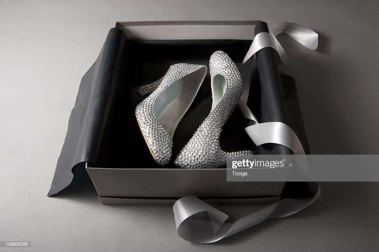 Shoe covers Box and tissue 44