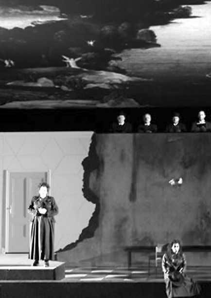The Bavarian State Opera production of La Forza del Destino . Photo: Bayerische Staatsoper positively
