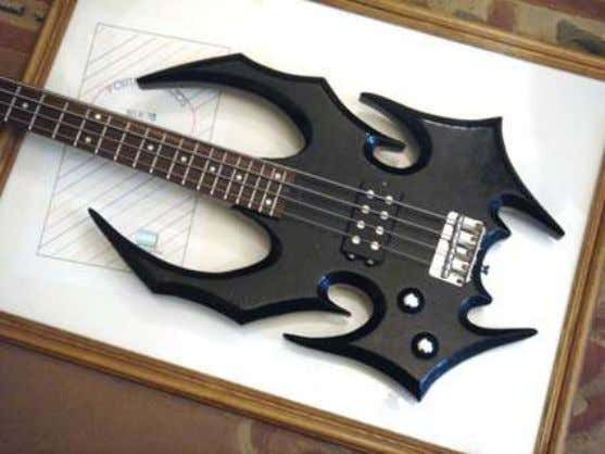 Axe. LUTHIER DE MALTA Argentina, custom guitars and basses made by De Malta. http://www.luthierdemalta.com.ar/ 14