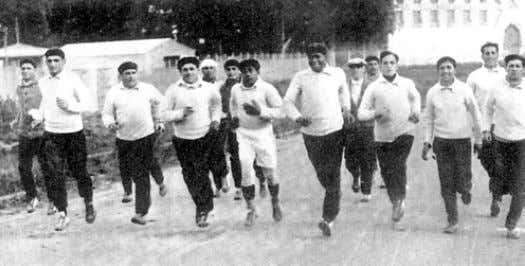 has remained in history, as the first World Champion Coach. El plantel uruguayo en su footing