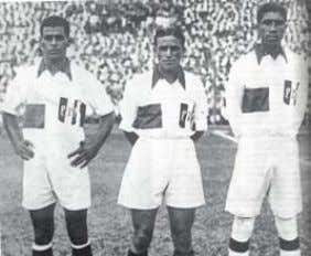 among South Americans were still an unattainable dream. De izquierda a derecha, los peruanos Jorge Alcalde,Teodoro