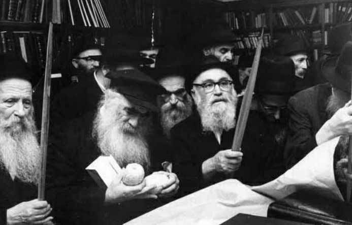 saw that the Rebbe was particularly careful when it came to R' Mendel (center) receiving the