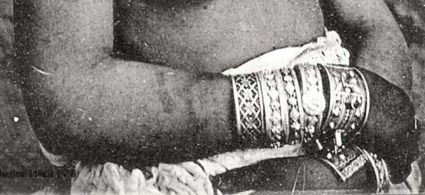 et Types 72, Zorah, 1900 - 1910, author's collection Figure 17: Detail of Figure16 showing henna