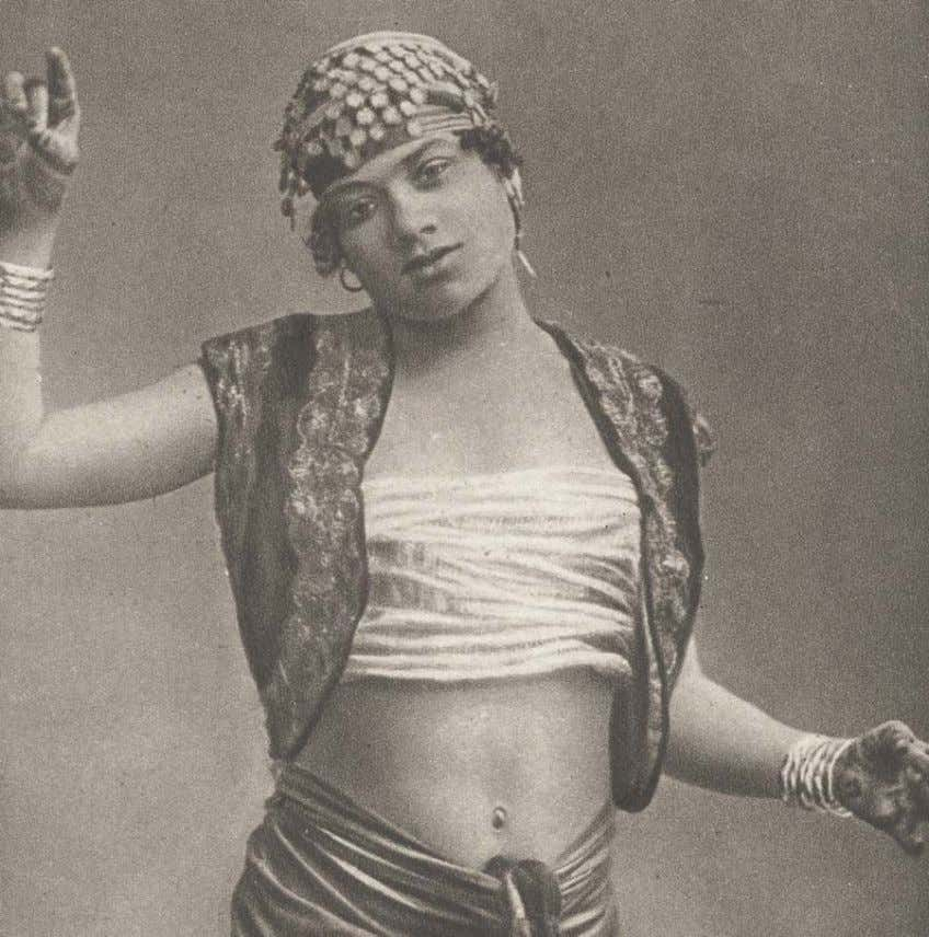 23 Figure 24: Dancer, Egypt, 1900 – 1910, author's collection The young Egyptian woman in Figure