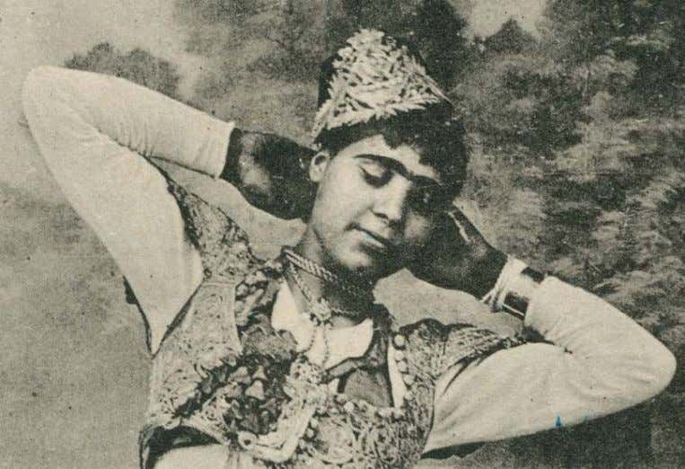 Figure 29, showing pattern across the palm and back of hand. Figure 31: Tunisian Dancer, 1900