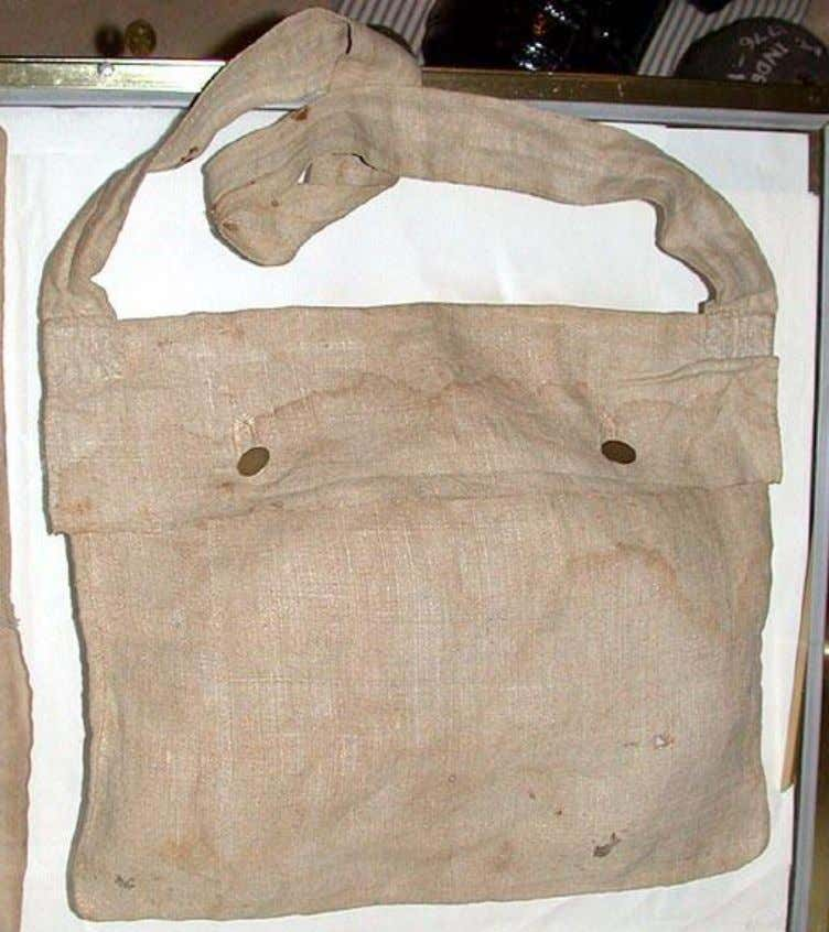 with rations being carried in knapsacks or camp kettles. British linen haversack (American versions were likely