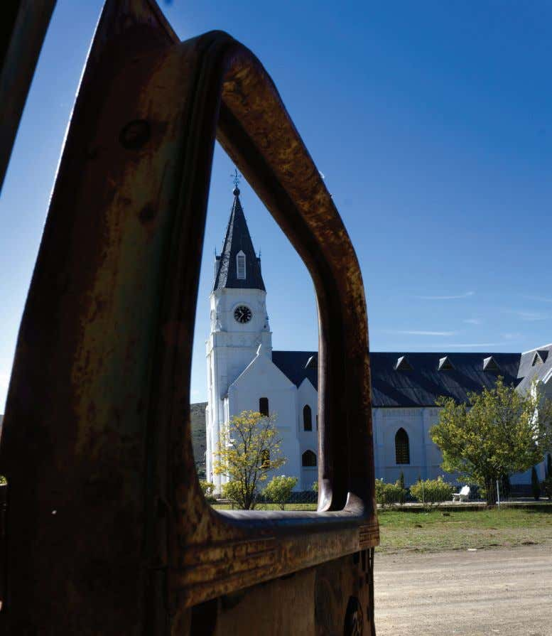town in the heart of the Karoo. Photo: JoShuA oAtES the NG Kerk in Nieu-Bethesda. Photo: