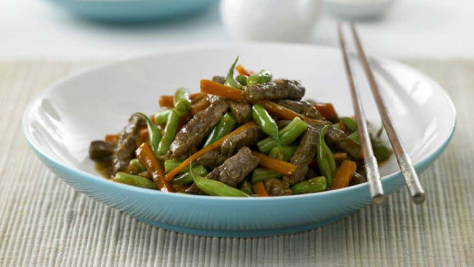 Chinese Beef and Sesame Stir fry Ingredients 1 tbsp oil 500g beef steak, cut into strips