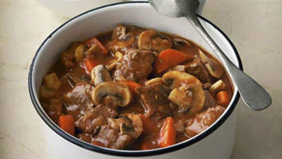 Rich Beef and Mushroom Casserole Ingredients 1 tbsp oil 500g diced beef 1 onion, diced 2