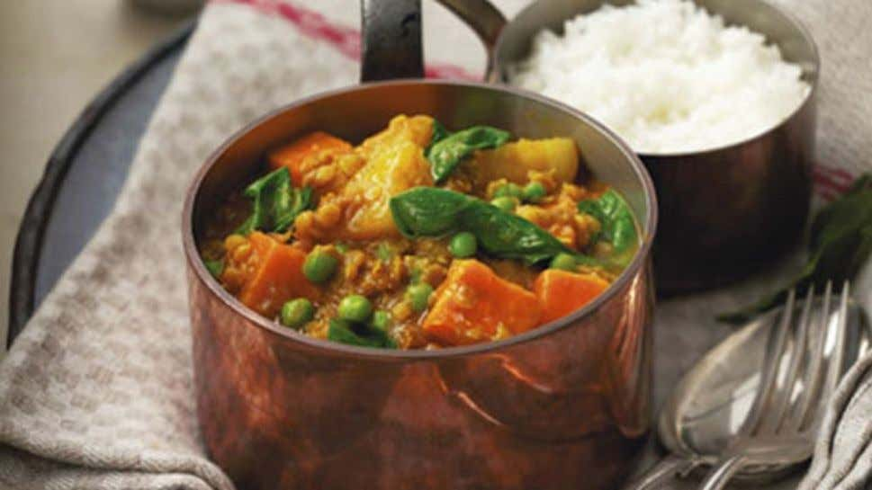 Potato, Lentil and Pea Curry Ingredients 1 tbsp oil 2 tbsp mild Indian curry paste 500ml