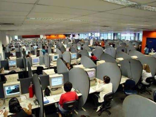 Operational Models Call Center Model Dedicated staff exclusively focused on social communication 39