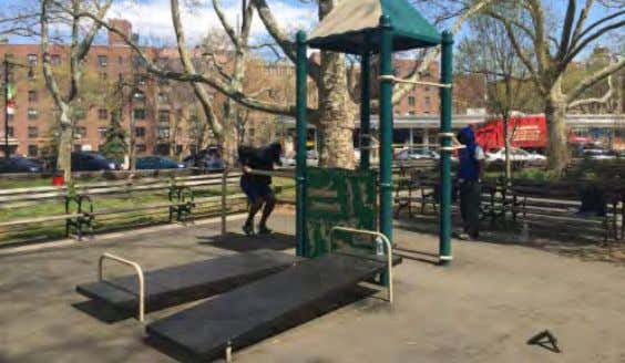 1 - SITTING AREA FORT GREENE PARK | PWB - Lower Plaza - Site Photos 2