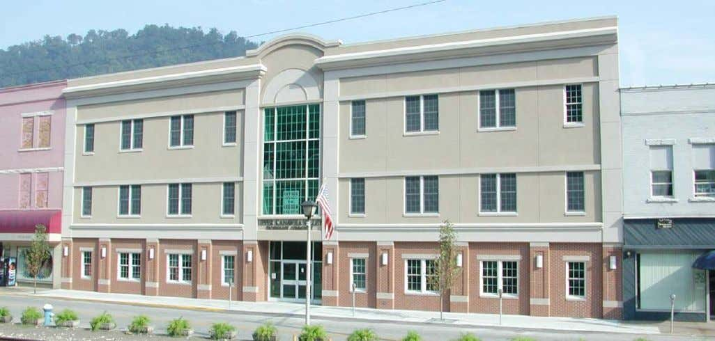 SPACE UPPER KANAWHA VALLEY TECHNOLOGY COMMUNITY BUILDING LOCATION Address: 326 3rd Avenue Montgomery, WV 25136