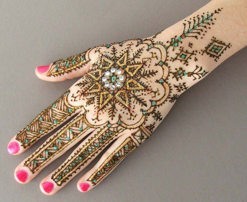34 Contemporary henna techniques can be adapted to the traditional North African pattern elements. Glitter, gems,