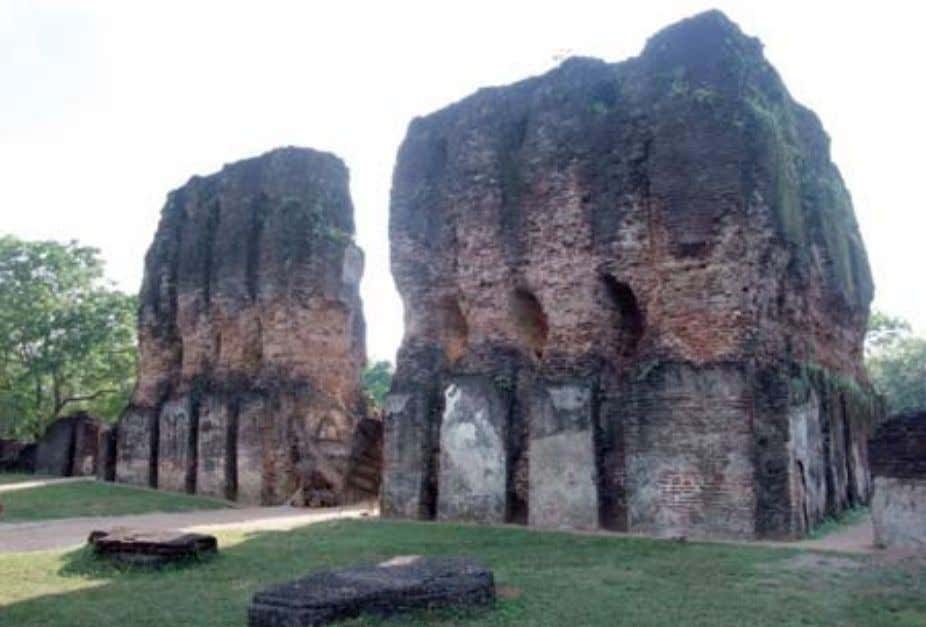 Remains of the Victory Palace The Vatadage with its guardstones and moonstone