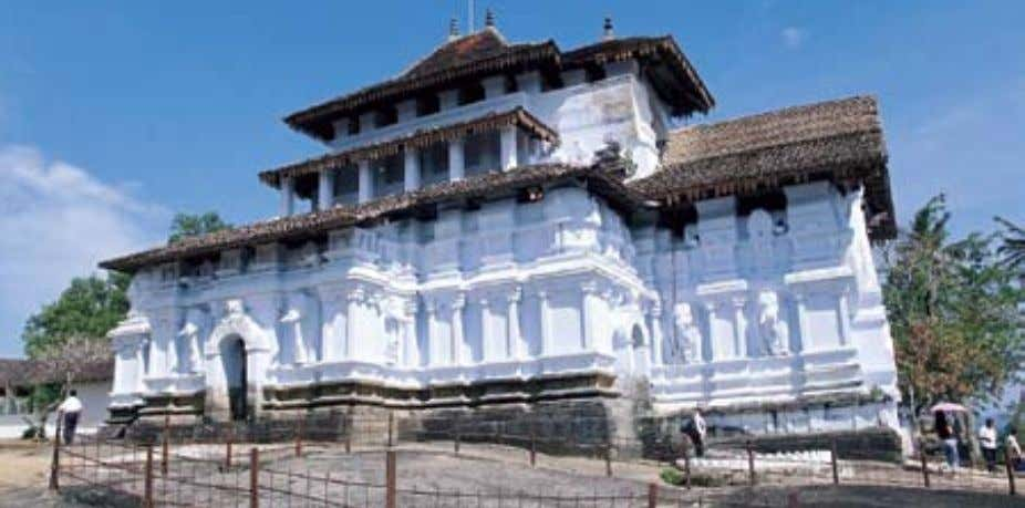 Another popular temple in Kandy is the Gadaladeniya Temple which was built in a South Indian