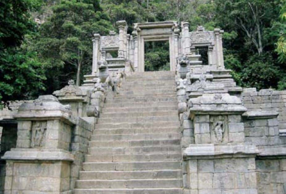 The Yapahuwa rock and monastery The staircase with carvings and statuettes along the side