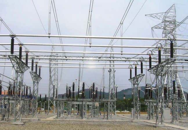 Training Components of a Substation: Station buses and insulators : Used to route the electrical energy