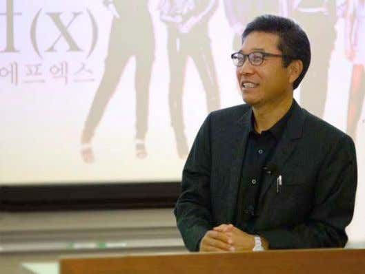 old and continues to maintain a strong fan base). 5 8 Picture 4: Lee Soo Man,