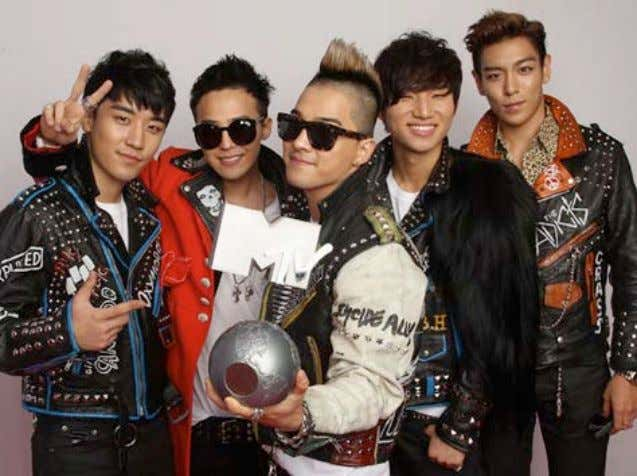 Picture 1: Big Bang, upon receiving their MTV EMA for Best Worldwide Act on November
