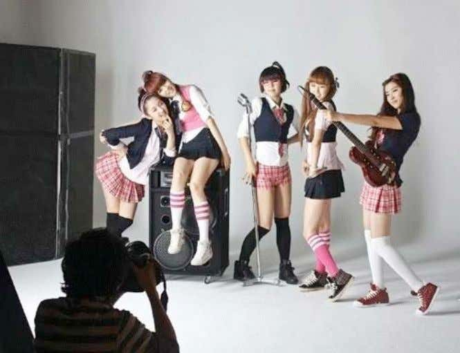 innocent, yet sexually charged girl/schoolgirl archetype. Picture 8: 4Minute, at a photo shoot. (Source: Fanpop.com) 1