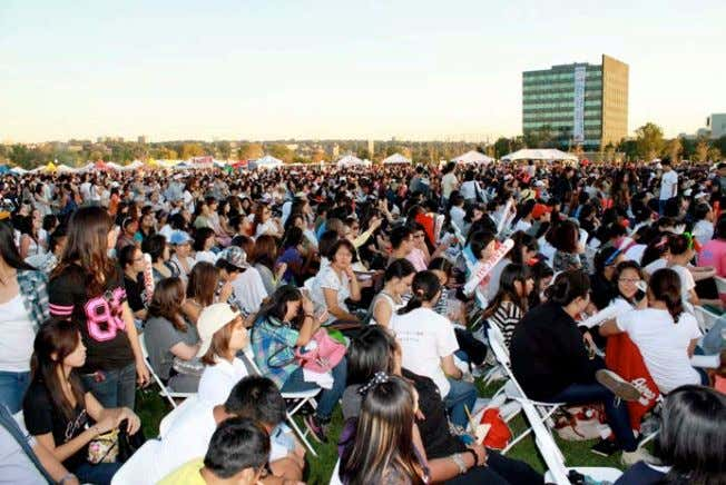 concert date, May 2011. (Source: Musicasia.net) Picture 3: Only a partial view of the assembled crowd