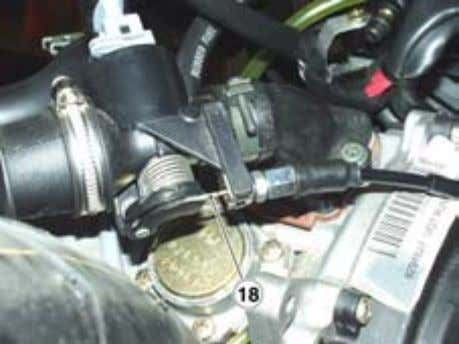the oil pump cable with the throttle cable and adjust the play. • Reassemble the small