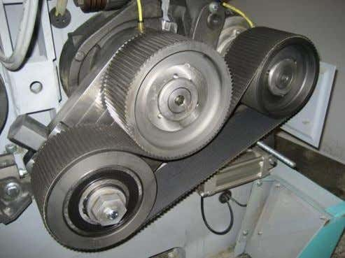 MDDK and MDDL. For roll diameters of 250 mm and 300 mm. Belt drive (guard removed)