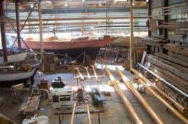 Complete rebuild by Guip Shipyard (Brest), launched in 2000 Workshop (1,250 m²) on the quay. Overhead