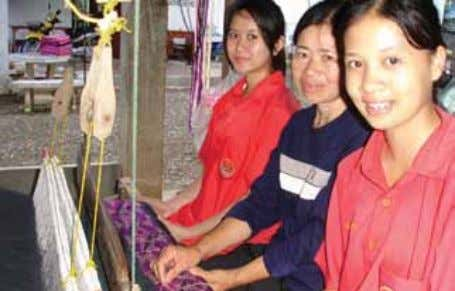 A Srisawatwittayakarn School parent uses traditional looms to weave a Sketchpad Pha-Nan. Nan weaving is