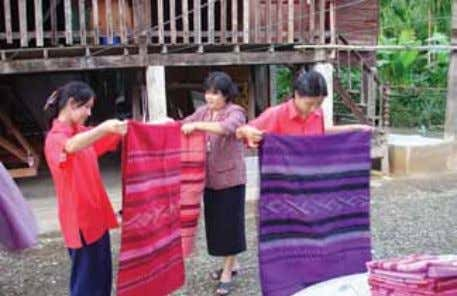 Pha-Nan. Nan weaving is famous throughout Thailand. A student describes her work with Sketchpad to Her
