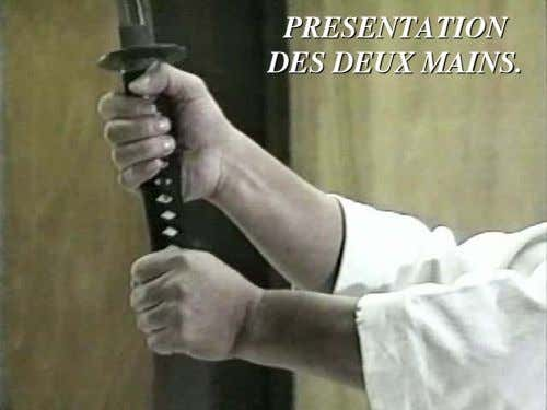 PRESENTPRESENTAATIONTION DESDES DEUXDEUX MAINSMAINS