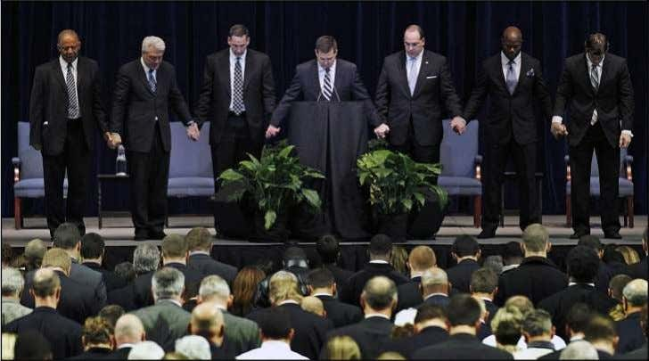 10011 JOE PATERNO 1926 - 2012 'He still guides me' AP PHOTOS Jay Paterno, center, asks