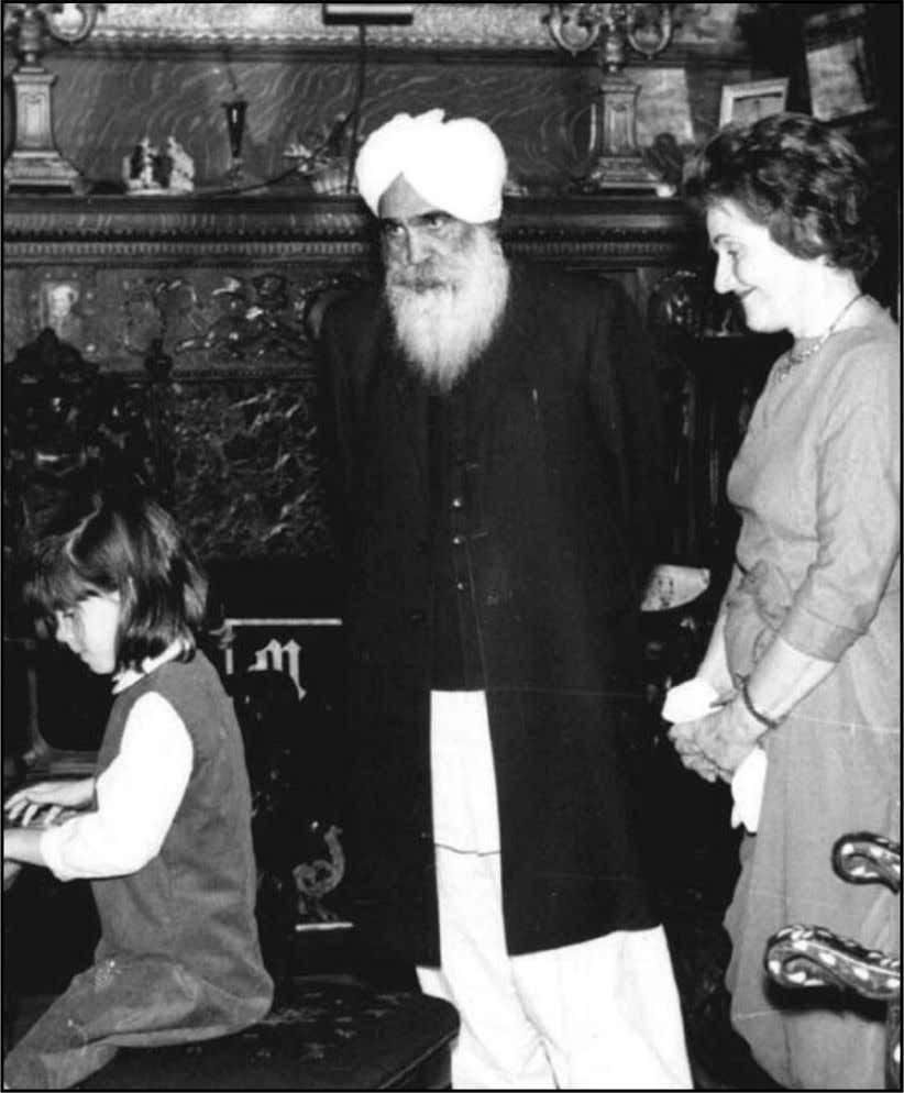 Sant Kirpal Singh Ji with Mildred Prendergast, 1963 43